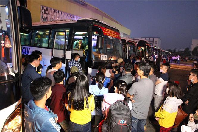 Những chuyến xe nghĩa tình đưa hàng nghìn công nhân về quê đón Tết Canh Tý 2020